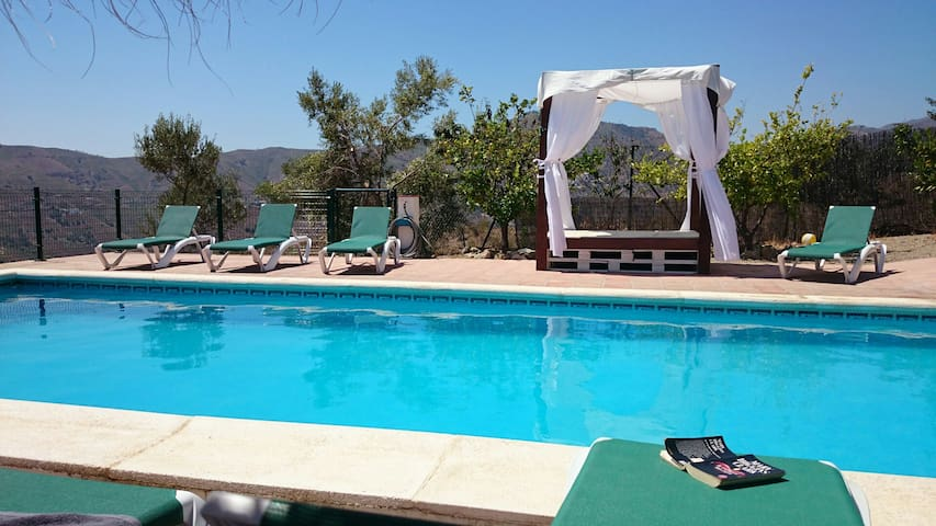 Villa / 4 bedrooms / 2 bathrooms / sleeps 12, pool - Comares - Villa