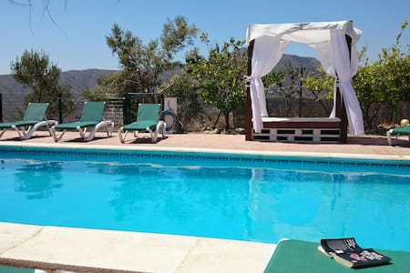 Villa / 4 bedrooms / 2 bathrooms / sleeps 12, pool - Comares - Вилла