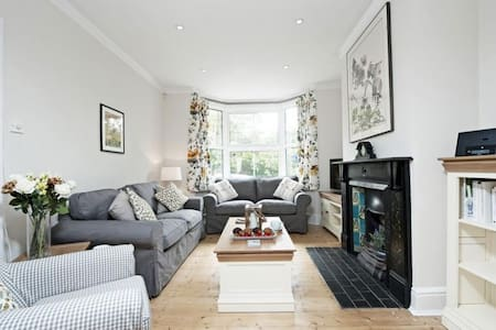 Station Cottage Sleeps 6, an immaculate cottage in the beautiful Georgian Market Town of New Alresford - Alresford - 独立屋