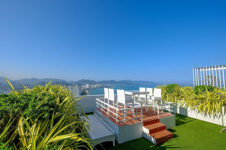 Ocean View Sky Garden Penthouse - 2 Bedrooms