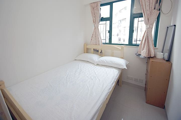 MongKok double room shared toilet 5 min walk MTR
