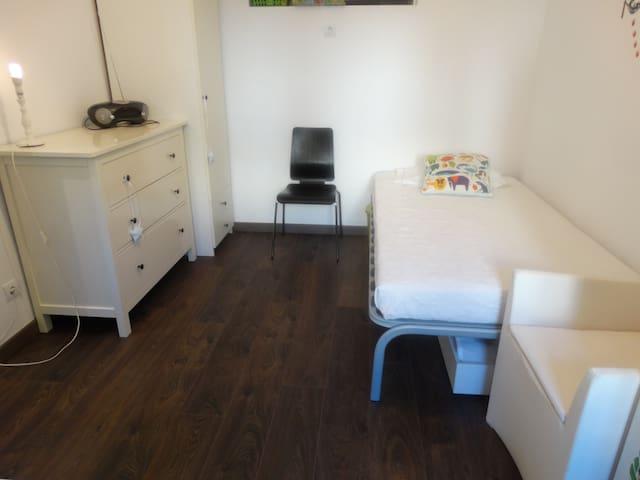 cozy room, with backyard - Lisboa - Dům