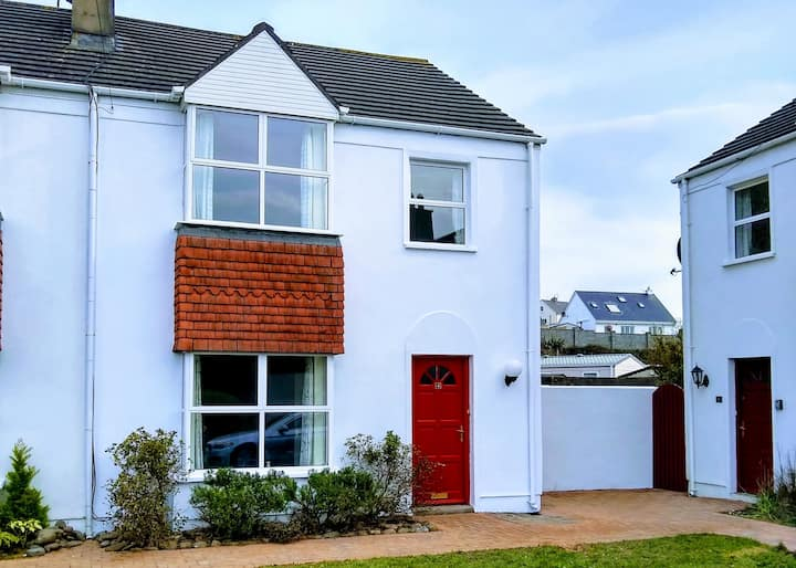 Ideally located house in seaside town of Lahinch