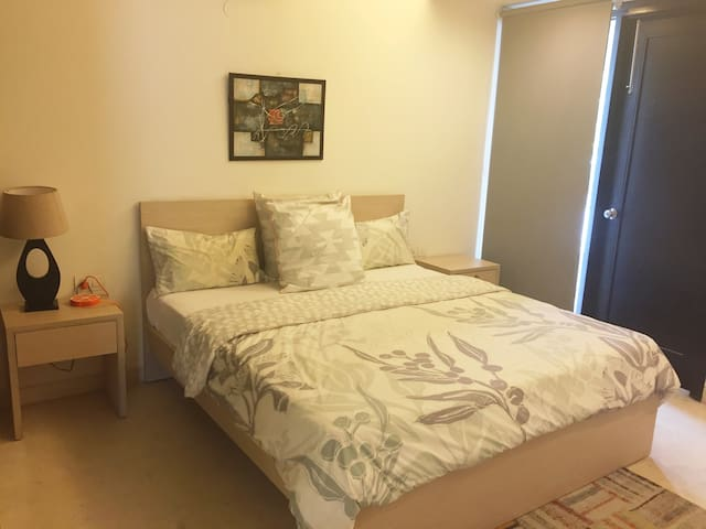 Luxurious stay 2 rooms in DLF 4, near Galleria GF