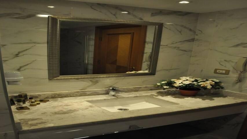 MY BADE HOTEL DELUXE ROOM