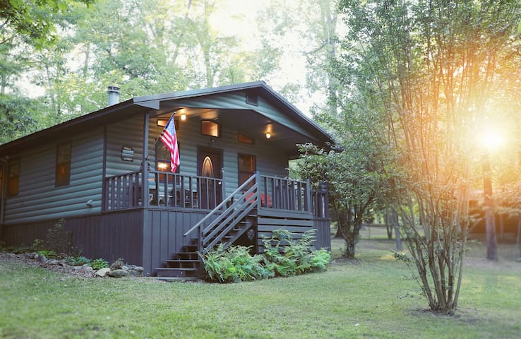 Journey 2 Bedroom Studio Cabin Mountain Fork River