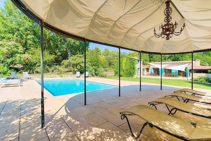 Charming villa - Heated pool - Ideal for families