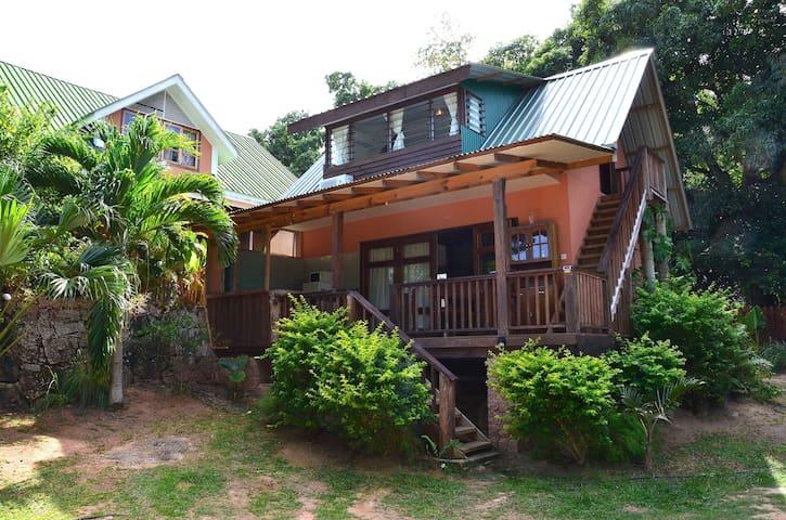 Kaz Ladouceur 2BR bungalow La Digue - La Digue - Rumah