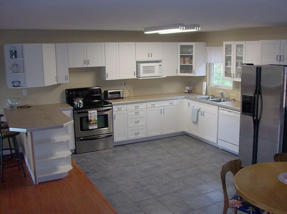 Nice big kitchen, dining room table in corner