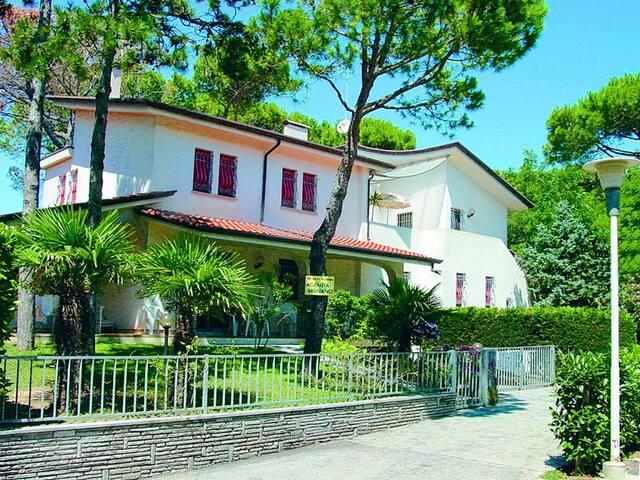 VLA03D Villa su due piani con giardino privato - Lignano Sabbiadoro - Villa