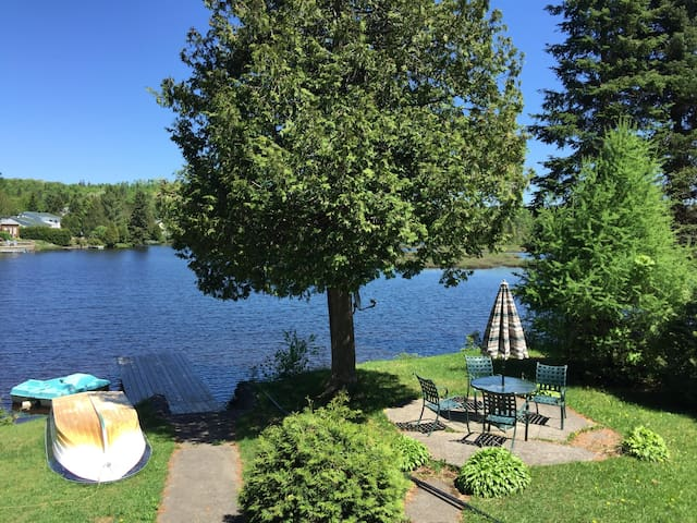 Lac Duffy - Beautiful water front cottage