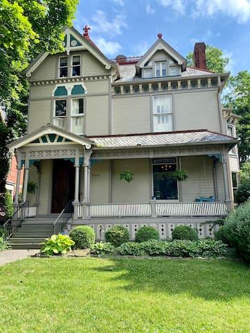 Rowley Bosart Historic Home - 4 Bedrooms