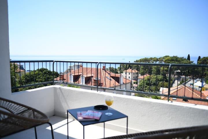 Apartment VISAGGIO, near centre with sea view