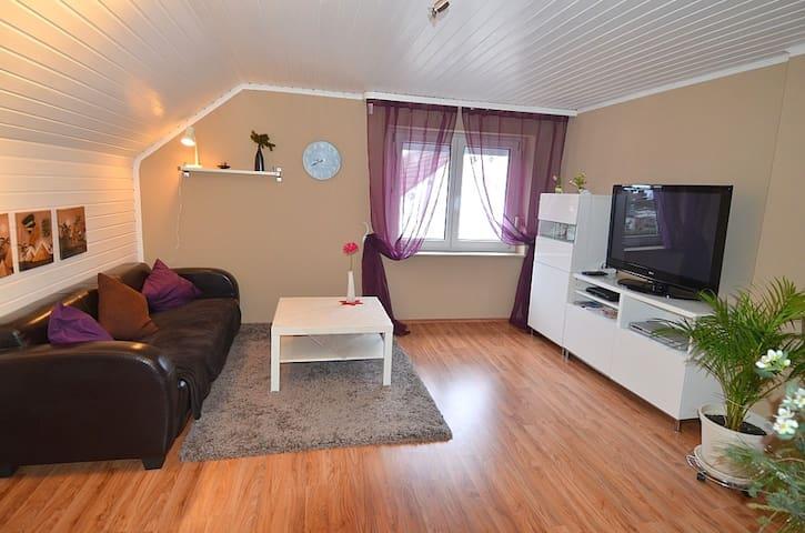 Ruhiges Apartment nähe U1  f. 1-2 P - Fürth - Haus