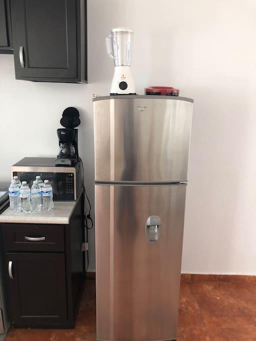 Refrigerador, batidora, sandwichera, cafetera, microondas
