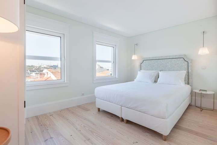 Clean & Safe ★ Amazing Location ★ New Apartment