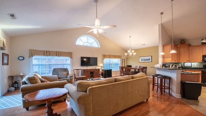 Beautiful 4-BR, 3-Bath House- minutes to the Beach