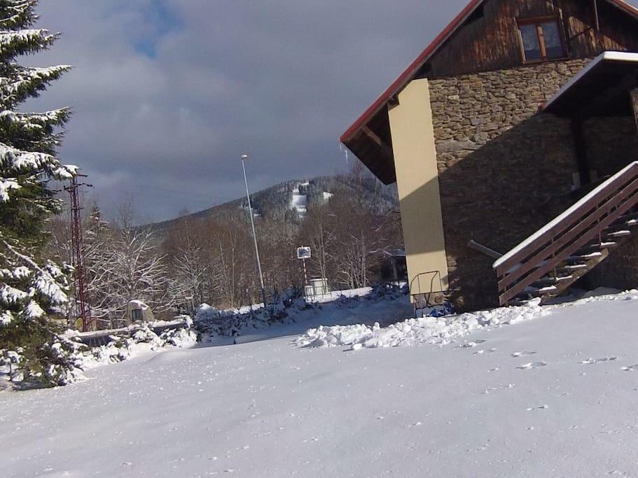 Chata Barabenka - pohled ski/bike areál Špičák