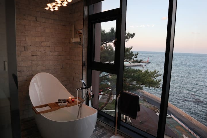 "Staying in Jeju Ocean, ""TIME BUYER PLACE, 301"""