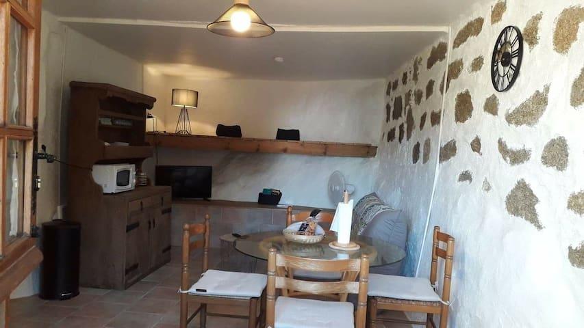 Salon, salle à manger avec canapé convertible