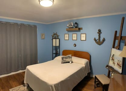 Cozy Room w/Bath Perfect for Traveling Nurses