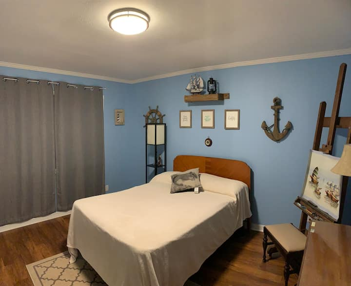 Cozy Room w/Bath Perfect for Traveling Nurses