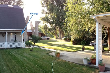 Canyon County Country Cottage