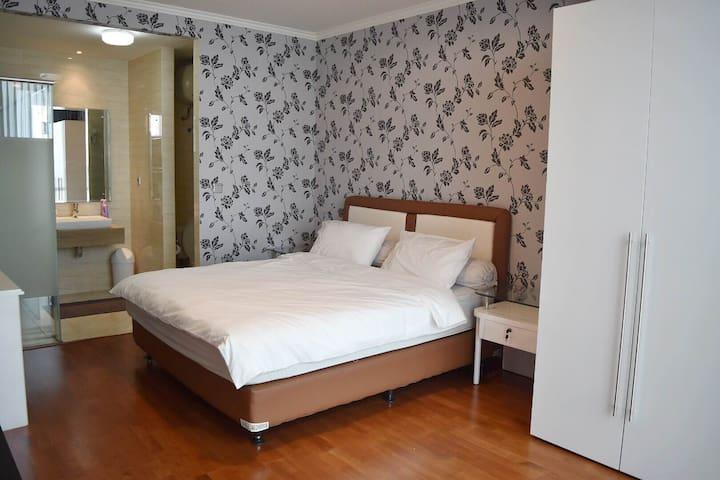 Seaside, Clean & Comfy Studio Apartment in Ancol - Pademangan