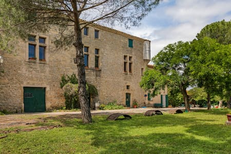 Heritage Apartment in Mèze with Swimming Pool