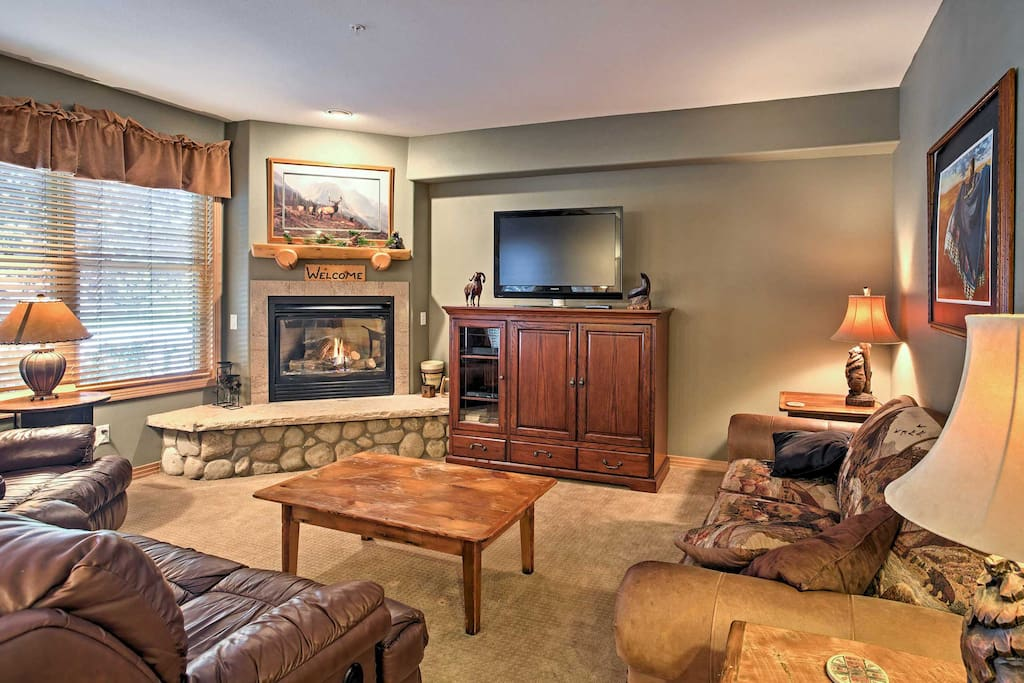 The home comfortably sleeps 8 and has all your essential comforts for a true home-away-from-home experience.
