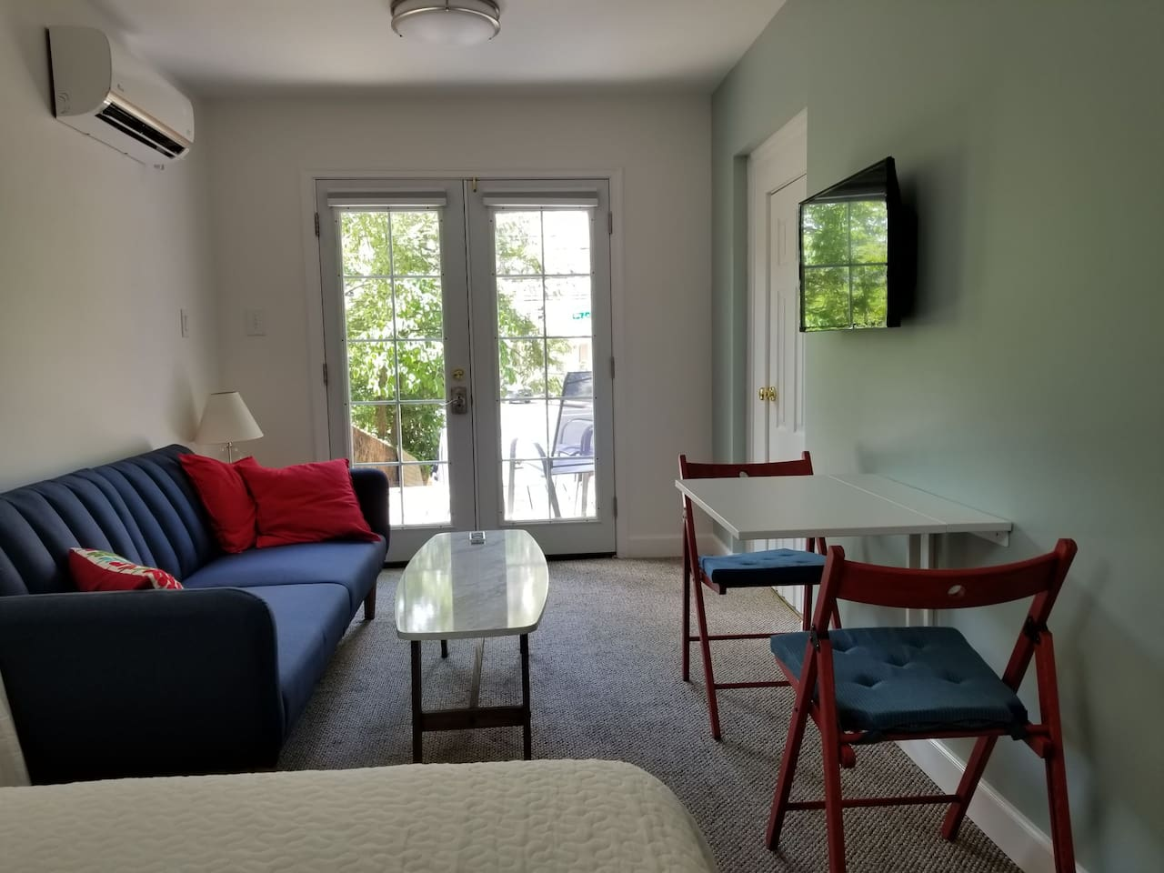 Peaceful Basement Apartment  in the center of Downtown Silver Spring