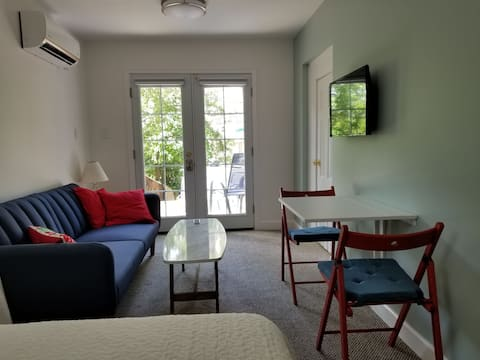 Close to Metro, Shops and Walking District