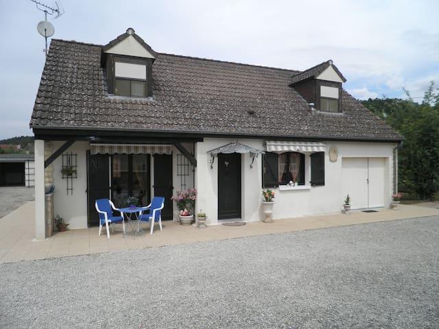 Maison avec jardin  Gîte LA POULETTE - Ancy-le-libre
