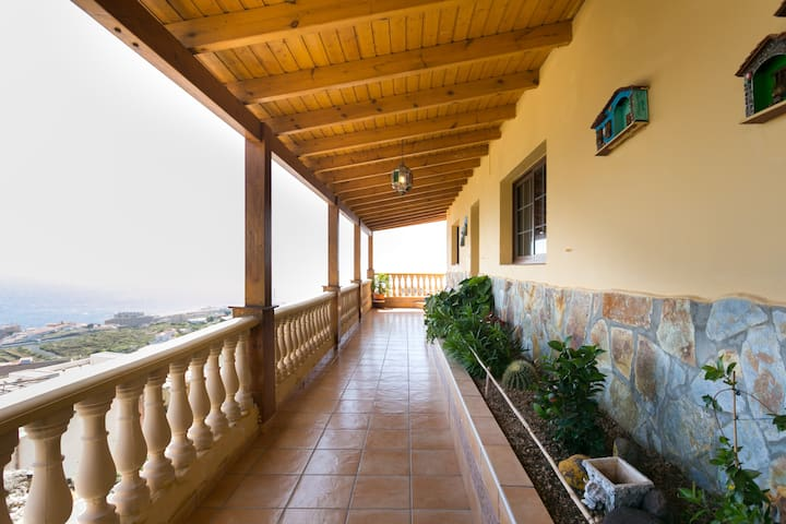 HABITACION PRIVADA EN CASA RURAL CON VISTAS AL MAR - Candelaria, Canarias, ES - Hus