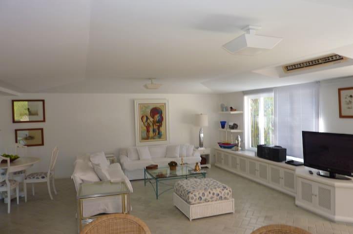 Condomínio super exclusivo em Angra praia piscina