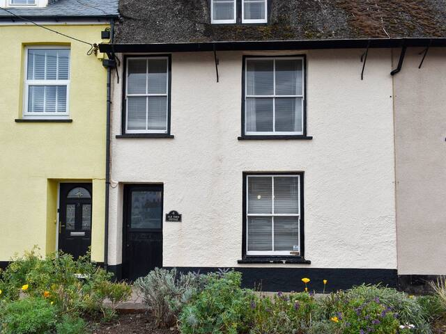 Old Town Cottage (UKC4204)
