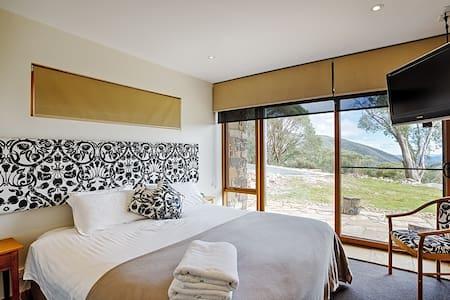 Alpine Woodsmoke Apartments Ski-in - Falls Creek