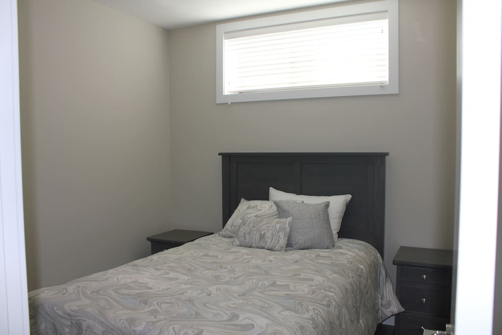 Room 1 - Double Bed, End Tables, Closet