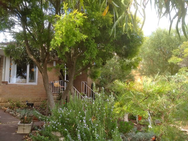Beautiful, cosy double room near Fremantle - Coolbellup