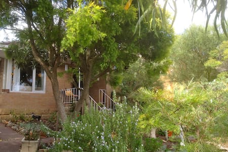 Beautiful, cosy double room near Fremantle - Coolbellup - Rumah