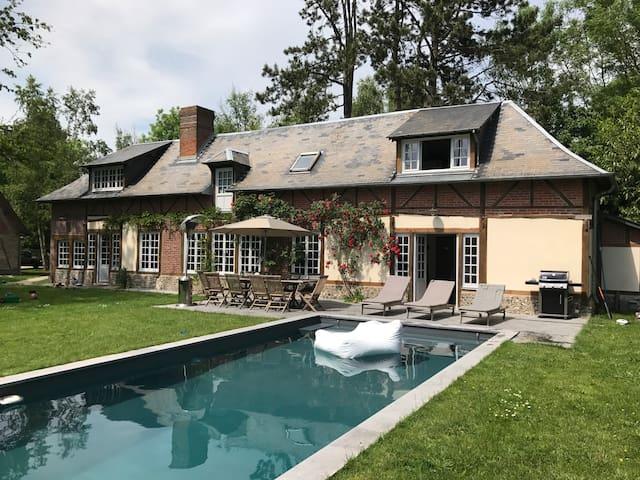 Superbe propriété rénovée avec piscine chauffée