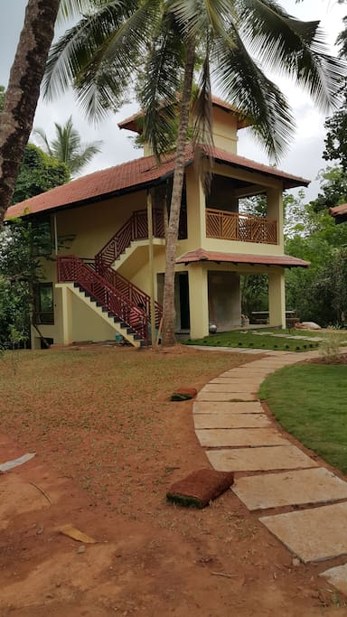 Airy and inviting, all rooms come with individual sit outs, enclosed decks, and comfy mattresses laid on vintage, king-size beds. The double storey cottages come with green half doors for adjusting your privacy levels.