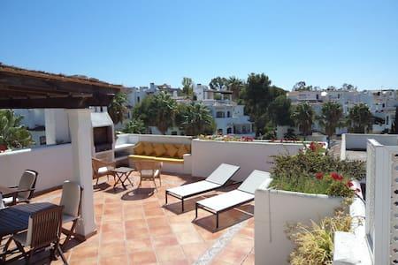 Marbella, penthouse tropical sur la plage
