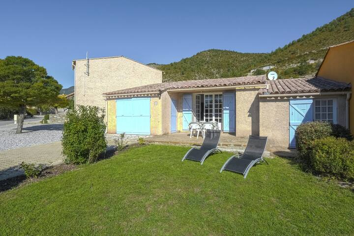 Holiday house nearby the Lac de Castillon; enjoy sun and nature in Provence!