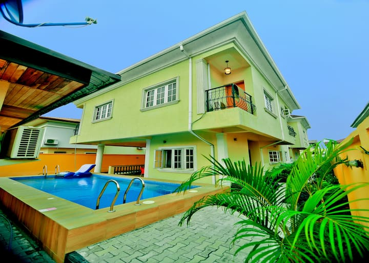 Casabella homes in VGC  with swimming pool