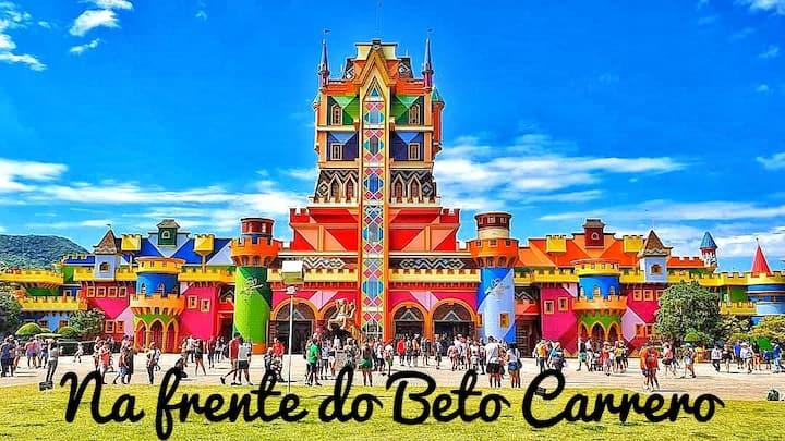 Casa Estilosa na Frente do Beto Carrero! (Roxa)