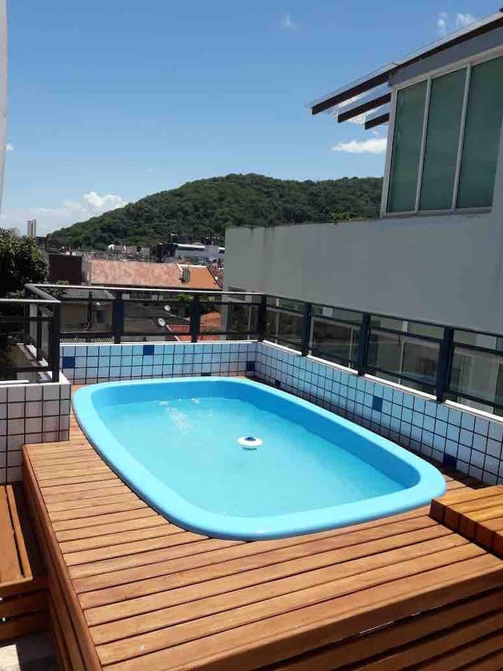 Cobertura com piscina em Caiobá, 2 quadras do mar!