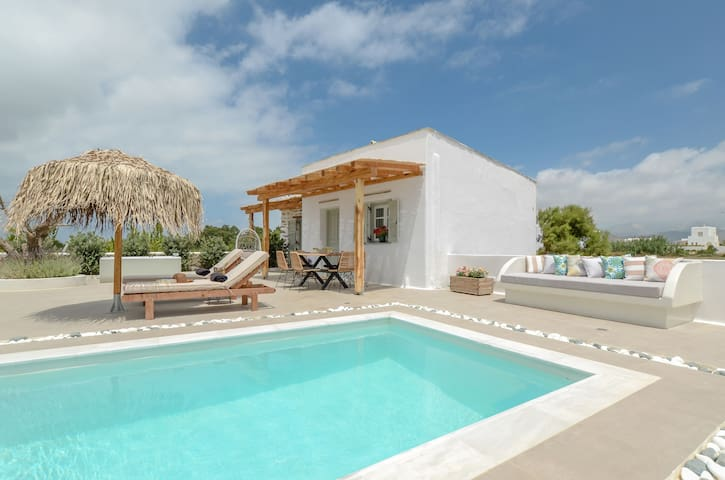 Naxos Finest Villa with private pool & jacuzzi