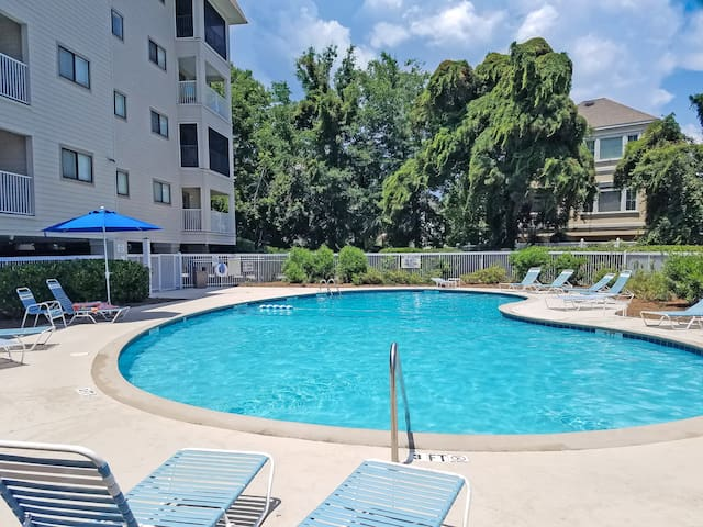 Hilton Head Resort offers 2 shimming seasonal pools and a heated, year-round indoor pool.