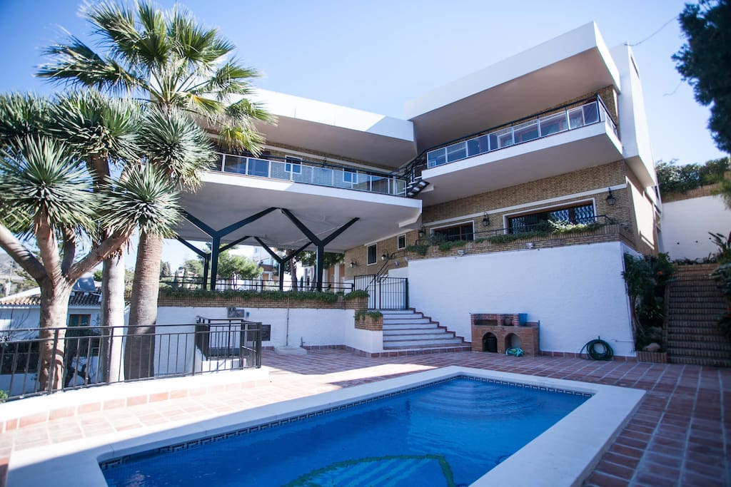 Exclusive chalet el candado malaga villas for rent in for Beds 4 u malaga